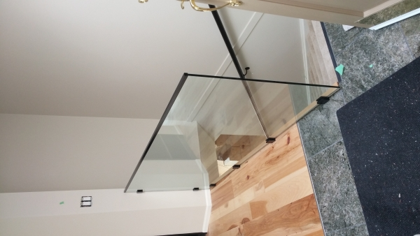 Interior Frameless Glass Guardrail with Stainless Steel Spigot Post